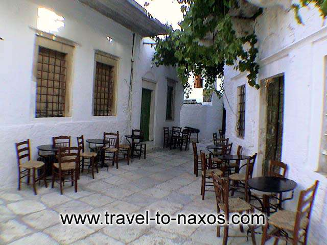 APIRANTHOS COFFEE SHOP - Traditional Greek Kafeneio in a narrow street in Apiranthos.