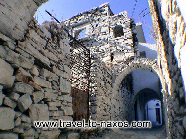 NARROW STREET - Apiranthos impress every visitor with the mediaeval architecture of the settlement.