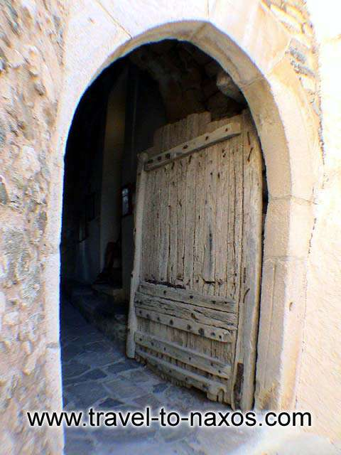 KASTRO - The great door.