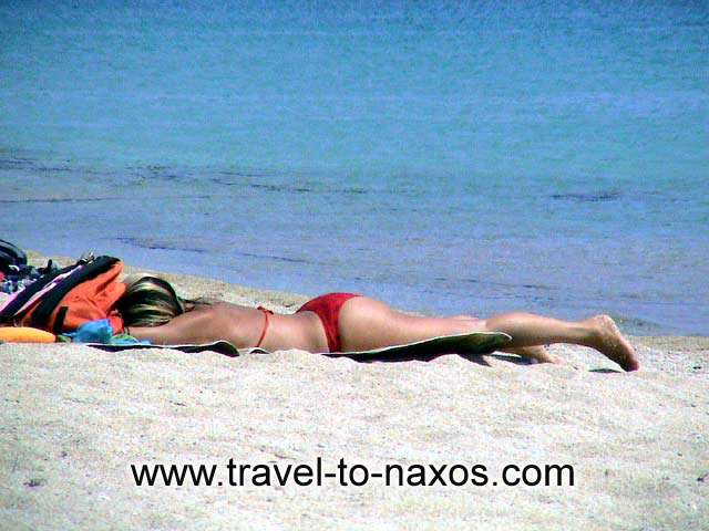 Enjoy your sunbathing on the sandy beach of Agios Prokopios. NAXOS PHOTO GALLERY - AGIOS PROKOPIOS BEACH
