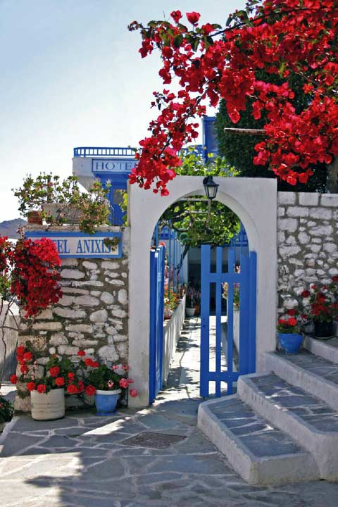 The entrance from the narrow pathways of Naxos Chora castle CLICK TO ENLARGE